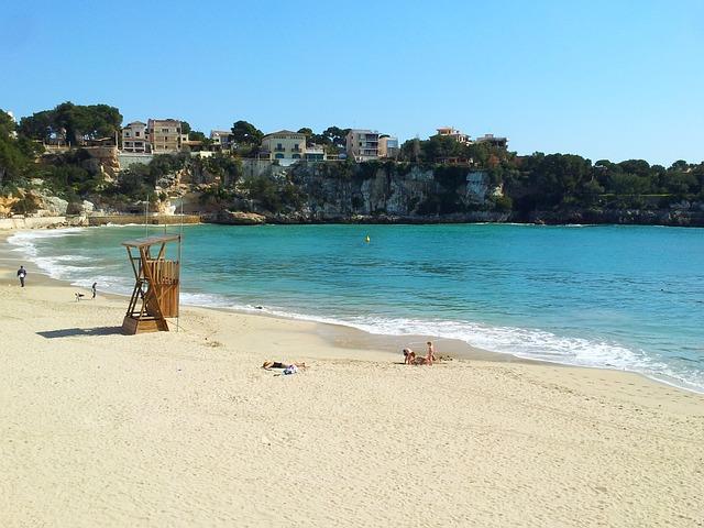 beach-695095_640