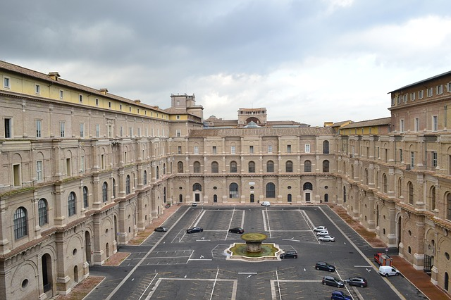 the-vatican-museums-515873_640