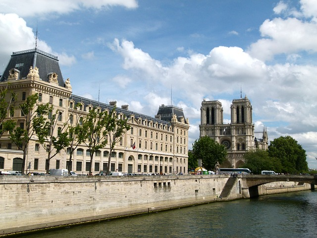 paris-78264_640